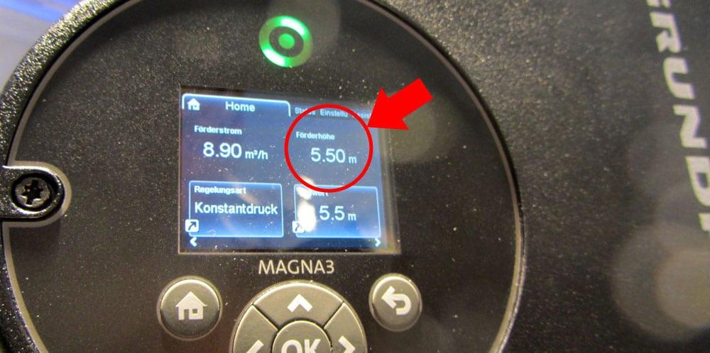 Anzeige der Förderhöhe am Beispiel einer Grundfos Magna 3 Pumpe