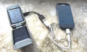 Abbildung 3: Handy aufladen mit Sonnenlicht