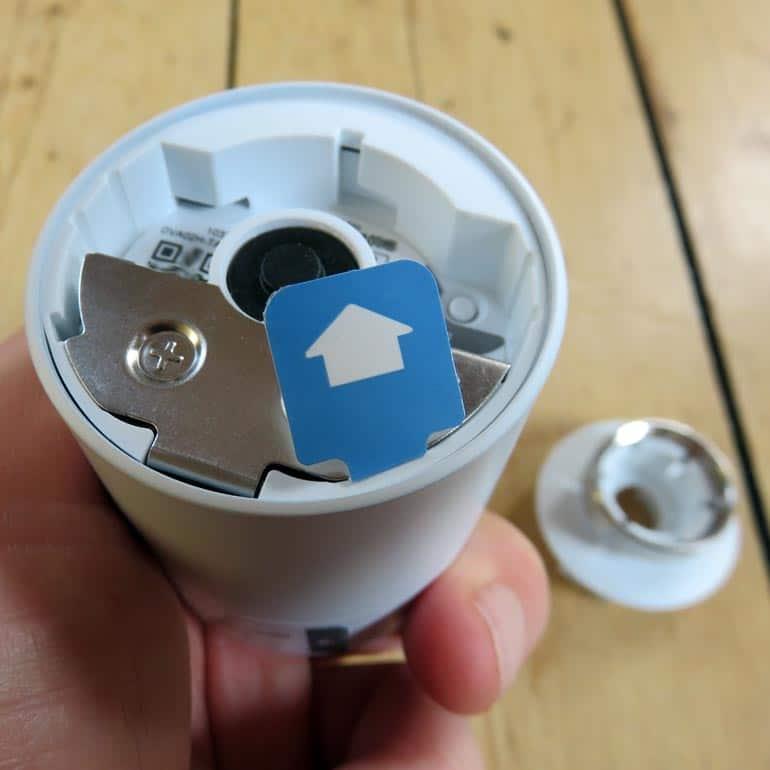 Aktivierung des smarten Thermostates von tado° durch ziehen der Batterielasche