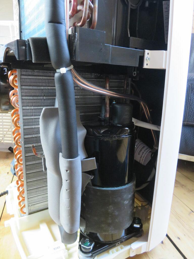 Mobile Klimaanlage Innenansicht: Kompressor, De'Longhi Pinguino PAC EX100 Silent