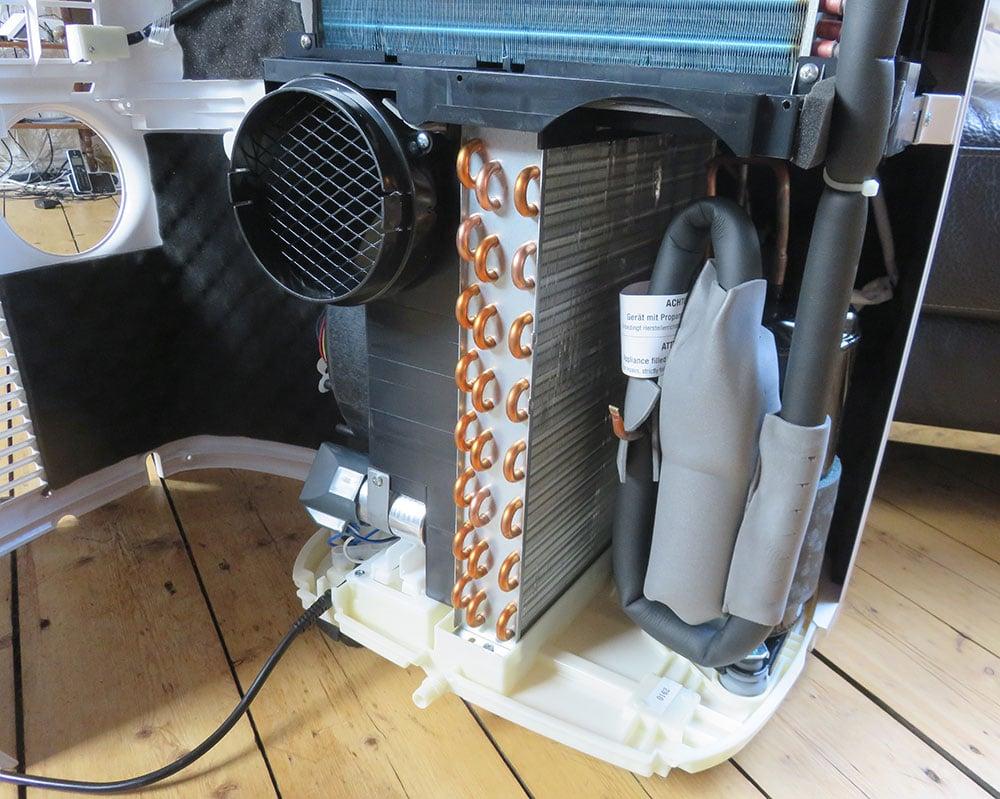 Mobile Klimaanlage Innenansicht: Kompressor und Verflüssiger, De'Longhi Pinguino PAC EX100 Silent