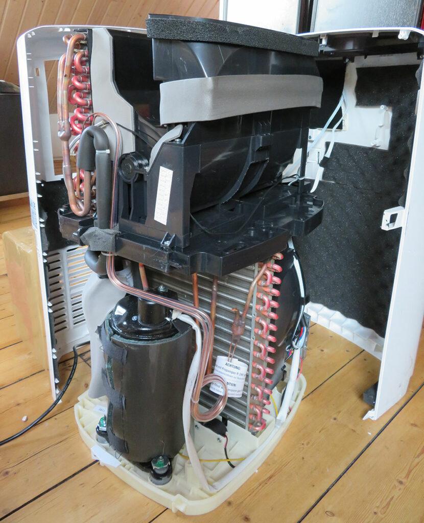 Mobile Klimaanlage Innenansicht - Vorder-/Seitenansicht: Kondensator, Kompressor, Expansionsventil De'Longhi Pinguino PAC EL98 ECO