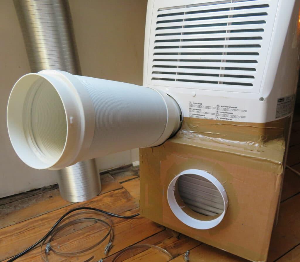 Umbau mobile Klimaanlage - Schläuche an mobiler Klimaanlage anbringen 02
