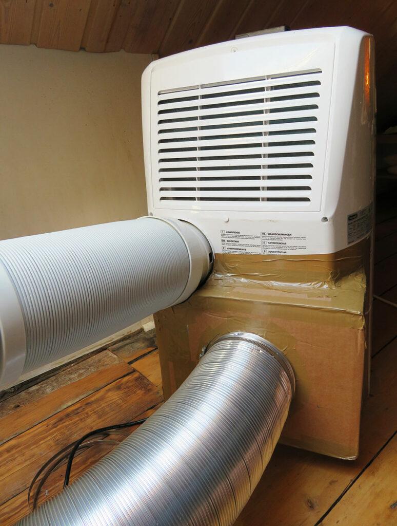 Umbau mobile Klimaanlage - Schläuche an mobiler Klimaanlage anbringen 04