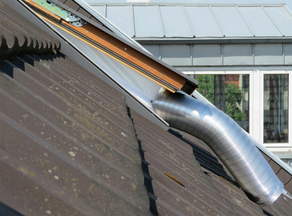 Umbau mobile Klimaanlage - Fertige Zweischlauchklimaanlage - Schläuche aus dem Fenster